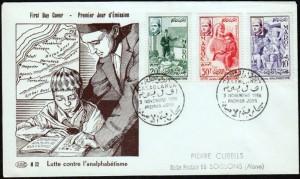 Premier Jour avec tableau d'enfant apprenant à lire 3 timbres cachet fait à  Casablanca