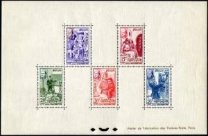 Bloc Spécial avec les 5 timbres en quinconce/zigzag. Très rare